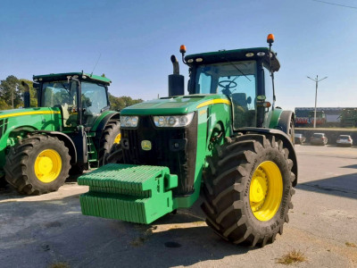 Трактор John Deere 8335R 2016 год